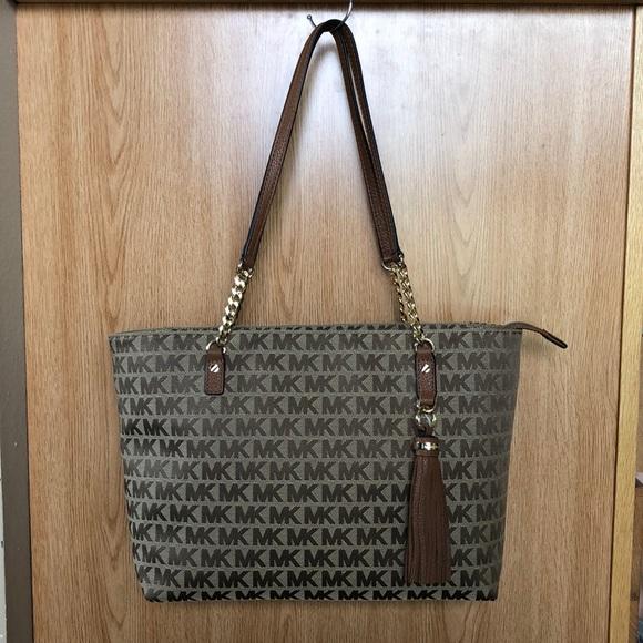 cb48469ded8a Michael Kors Bags | Jet Set Tassel Chain Tote | Poshmark